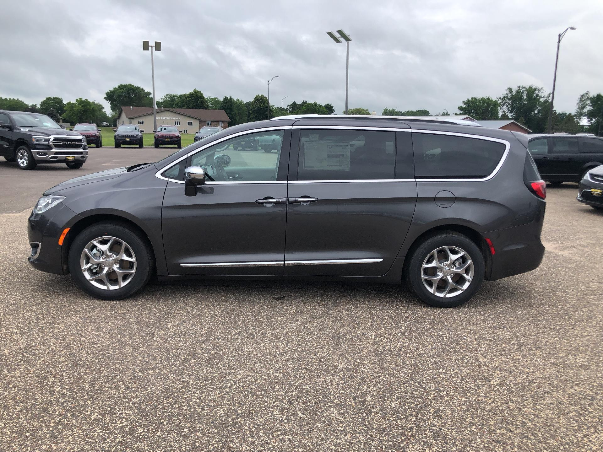 New 2019 CHRYSLER Pacifica LIMI